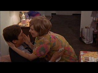 1970 Хай, мамаша! / Hi, Mom! Режиссёр: Брайан Де Пальма.