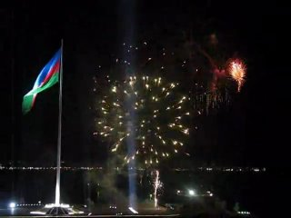 Знакомство с Азербайджаном .Самый большой в мире флаг. Баку, Азербайджан 01.09.2010
