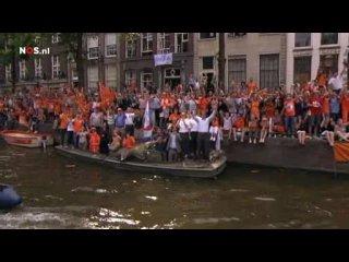 Возвращение Голландцев домой с ЧМ 2010
