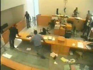 Драка в здании федерального суда