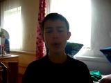 парень красиво поет на татарском языке :)