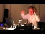 Ну очень эмоциональный DJ!!!