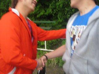 2 thằng Gay hôn nhau :))