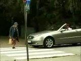 переходит бабушка дорогу