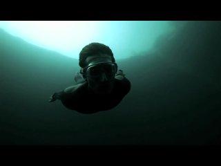 Чемпион Мира по фридайвингу Гильям Нери Guillaume Nery ныряет в Голубую Бездну Дина Dean's Blue Hole Багамы