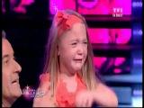 Элен Сегара и маленькая девочка в