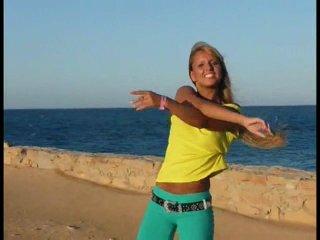 Настя Белка  танцует тиктоник