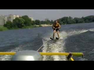 Ромчик мчится на лыжах:)))))))))