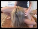 Девчонка заставляет подругу лизать ей