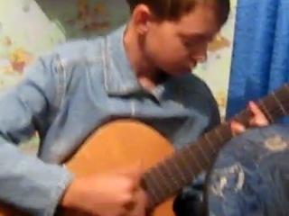 Дидюля отдыхает / (Дениска на гитаре) Видео 2