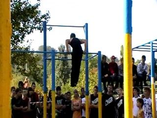 Турники. Street Workout Dnepropetrovsk II (Украина) соревнования(турник,паркур,2010,2012,приколы,падения)