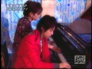 Gackt playing piano (трюк Гакта для девушек)
