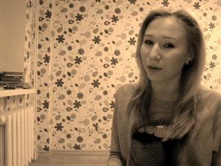 Какая то девка достаточно хорошо поёт песню Нюши!
