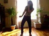 Девка офигенно танцует тектоник
