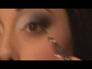 Выразительный макияж с использованием матовых теней