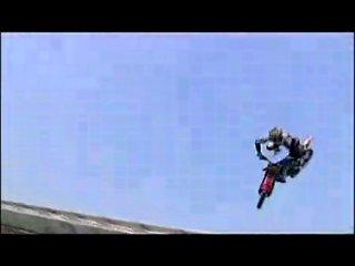 неудачные трюки на мотоциклах слабонервным не смотреть