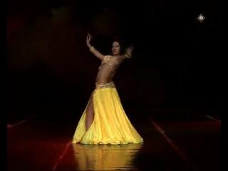 ой не могу,она офигенная,а какой цвет костюма))Красивый танец живота!!!