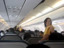 Стюардессы филиппинской Cebu Pacific Airlines решили разнобразить монотонность полета