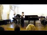 Илья играет на блок флейте перепелочку. Октябрь 2010г.