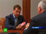 Первый российский смартфон в руках Медведева )))