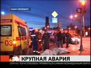 В Петербурге этой ночью джип «Тойота» врезался в скорую помощь.