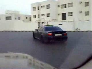 Арабы дрифтуют по городу на Порше и БМВ М5