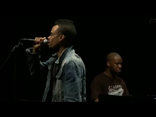Robert Glasper Trio feat Bilal. LIVE at festival Jazz a la Villette