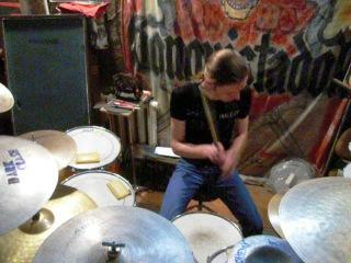 Well Drumond Kovanovski - Venice Queen drum cover (RHChP)