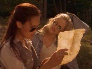 Охотники за древностями / Relic Hunter (1999) 1 сезон 4 серия (Flag Day / Под каменным колпаком)