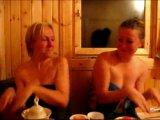Смешные девчонки в бане :)