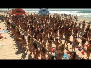 """Флешмоб """"танец"""" на берегу Средиземного моря. под песни группы АББА"""