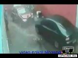 Баба за рулем страшней годзиллы =)