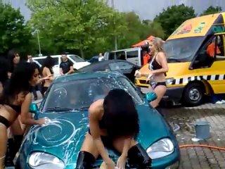 Эротическая мойка автомобиля
