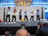 Девки офигенно танцуют!