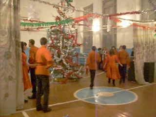 Выступление 9 класса на новый год-русский народный танец