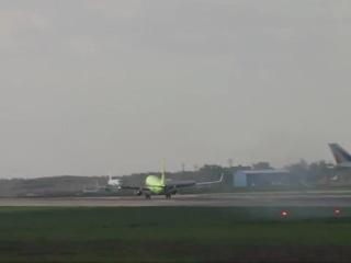 Boeing 737-800 S7 Airlines  посадка в Аэропорту Домодедово при сильном ветре