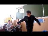 Киргиз танцует)