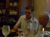 мой любимый пьяный муж поёт в караоке)))