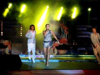 Жанна Фриске поёт вживую=)