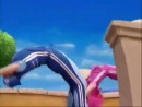 Вот это акробатика!! Для детского мультика не хило так....О.о