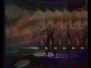Долан поёт про крейзи вуман...