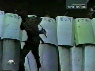 бунт на зоне 3000 зеков громят тюрму 3_3