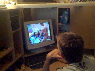 Я Патрик с 535-а района! сижу у соседа Лёни, и смотрю русскую порно сцену, и классно комментирую происходящее. Внимание! в данном видео присутствует порнография, и ненормативная лексика.