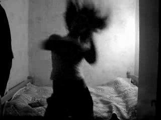 Девченка прикольно танцует тиктоник