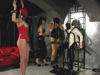 Gwenmedia - press - latex dominatrix (50min36)