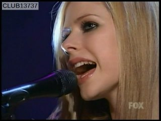 Avril Lavigne - Nobody's Home Acoustic (Live @ MadTV 12.11.2004)