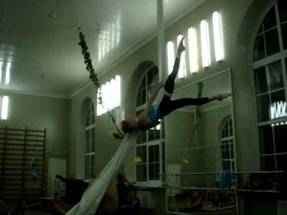 Воздушная гимнастка на полотнах. Наталья Казанцева