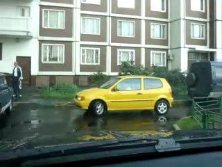 Как паркуются настоящие женщины))