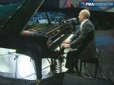 финал конкурса Минута Славы на первом канале (Путин спел джаз и сыграл на рояле)