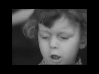 Мальчик рассказывает стих Роберта Рождественского